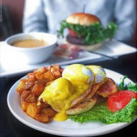 breakfast brunch peameal bacon eggs benedict