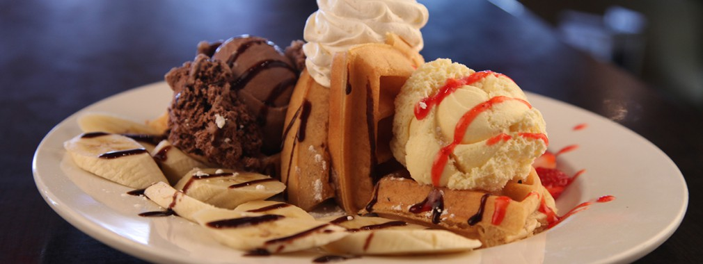 fruit ice cream dessert waffle late night coffee thornhill ontario restaurant