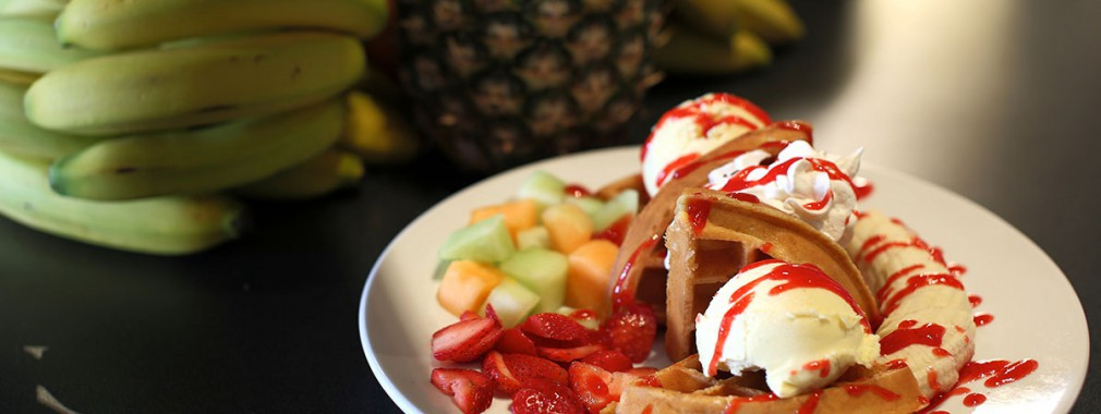 ice cream waffle fresh fruit best dessert selectiion cambridge ontario restaurant