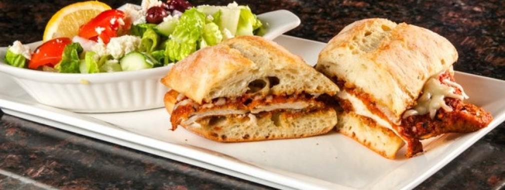 chicken-parmesan-sandwich,-salad,-restaurant-lunch