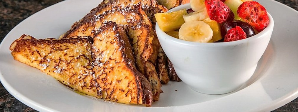 restaurant-breakfast-french-toast-&-fruit-cup